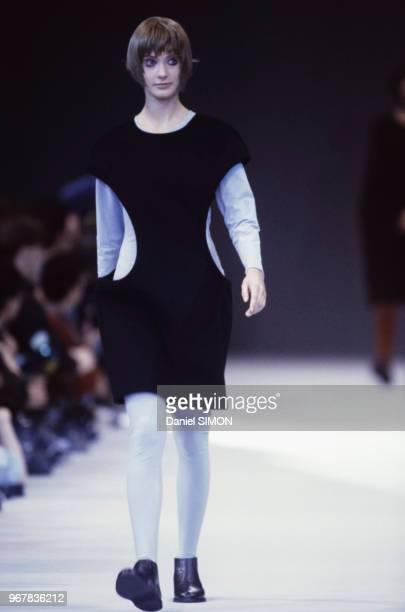 Défilé Yohji Yamamoto, Prêt-à-Porter, collection Automne-Hiver 1989/90 à Paris le 16 mars 1989, France.