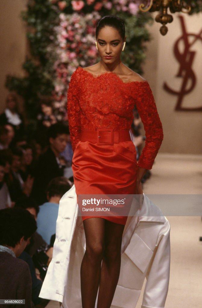 72022721980 Défilé Yves Saint Laurent en janvier 1987 à Paris, France. News ...