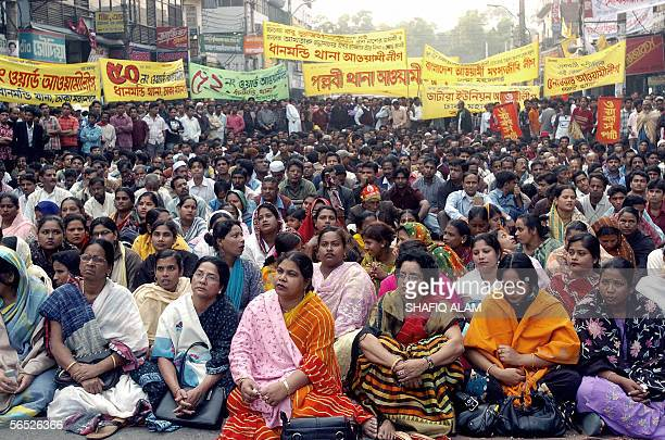 Bangladeshi activists from the main opposition party Awami League listen to an unseen speaker as they take part in a protest rally in Dhaka 05...