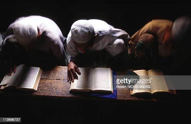 Dhaka: illustration In Dhaka, Bangladesh In 1997-Dhaka madrassa : Muslim students memorize koran, run by fondamentalist.