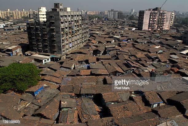 dharavi in mumbai - dharavi stock-fotos und bilder