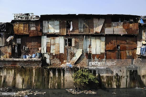 dharavi slum in mumbai - indian slums stock pictures, royalty-free photos & images