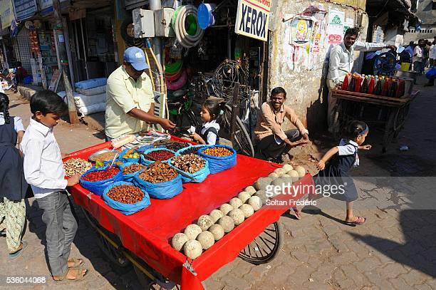 dharavi slum in mumbai - dharavi bildbanksfoton och bilder