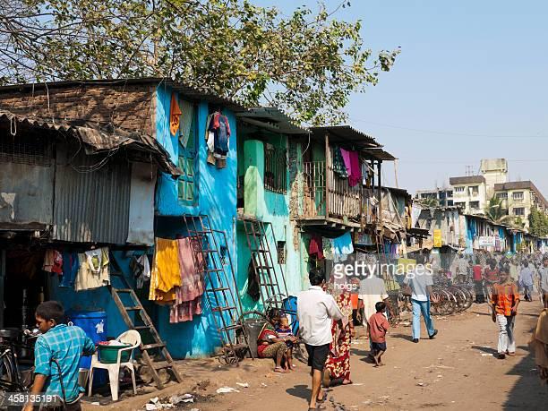 dharavi slum, mumbai, indien - dharavi stock-fotos und bilder