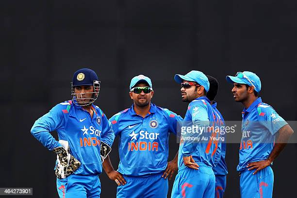 MS Dhoni Suresh Raina Virat Kohli and Bhuvneshwar Kumar of India look on during a pause in play during the One Day International match between New...