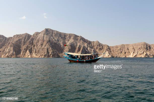 dhow cruise in musandam peninsula, oman - peninsula stock pictures, royalty-free photos & images