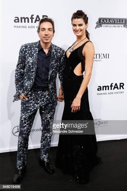 Di Ferrero and Isabeli Fontana attend the 2018 amfAR Gala Sao Paulo at the home of Dinho Diniz on April 13 2018 in Sao Paulo Brazil