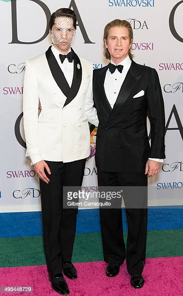 Di Mondo and Eric Javits attend the 2014 CFDA fashion awards at Alice Tully Hall Lincoln Center on June 2 2014 in New York City