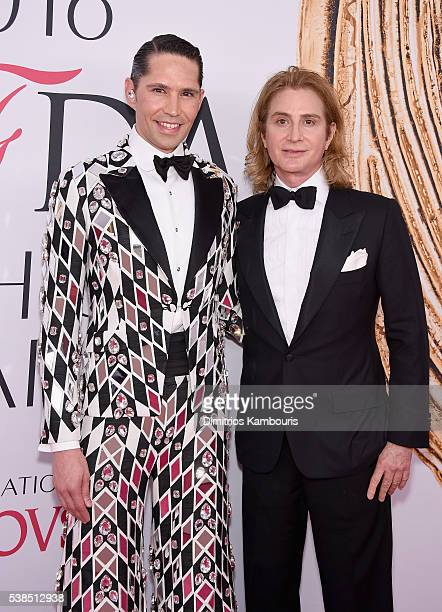 Di Mondo and Eric Javits attend the 2016 CFDA Fashion Awards at the Hammerstein Ballroom on June 6 2016 in New York City