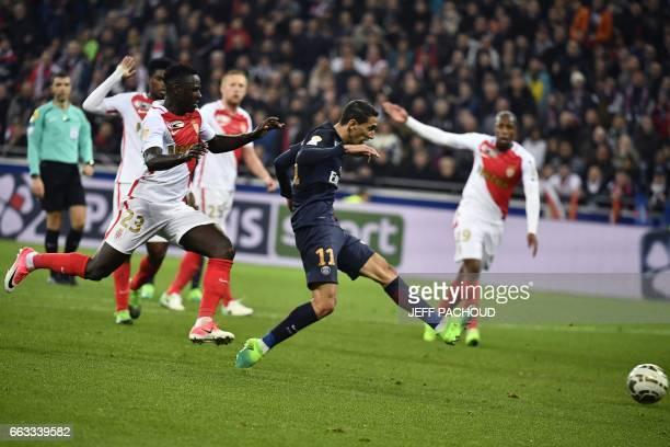 di Paris SaintGermain's Argentinian forward Angel Di Maria shoots and scores a goal during the French League Cup final football match between Paris...