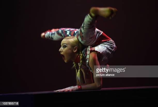Di3042015 in Düsseldorf auf der Bühne des Roncalli`s Apollo Varietè bei der Premiere der VarietèShow Tulpen aus AmsterdamDie erst 17 jährig...