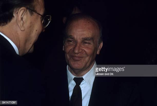 Dia*Politiker FDP DBundesaussenminister 19741992Außenminister Genscher begrüßt Alija Izetbegovic Staatspräsident Bosnien 1991