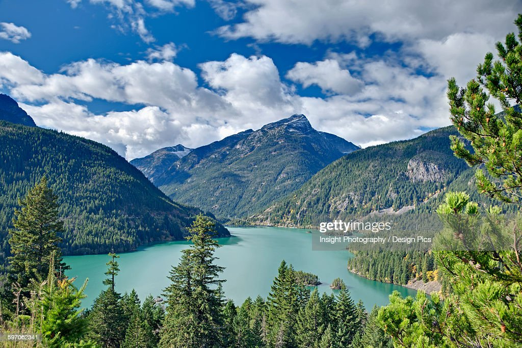 Diablo Lake, a reservoir in the North Cascade mountains of Northern Washington state : Foto de stock