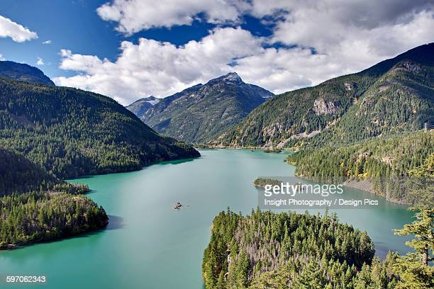 diablo lake, a reservoir in the north cascade mountains of northern washington state - diablo lake imagens e fotografias de stock