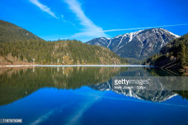 diablo lake reflection - diablo lake imagens e fotografias de stock