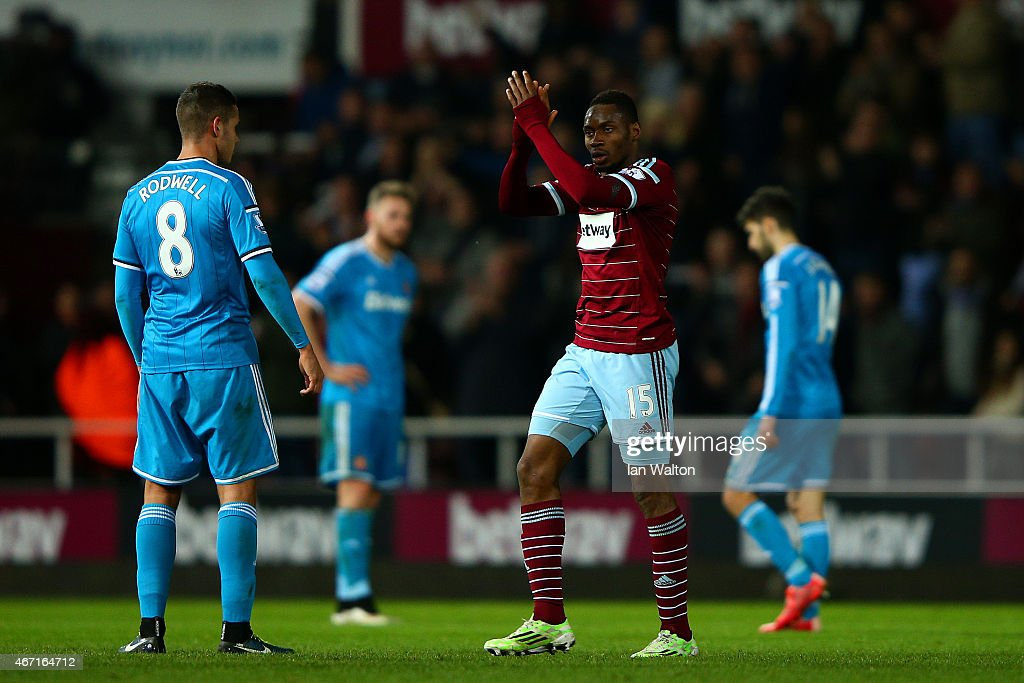 Diafra Sakho of West Ham applauds the fans as he leaves the pitch after being substituted during the Barclays Premier League match between West Ham United and Sunderland at Boleyn Ground on March 21, 2015 in London, England.