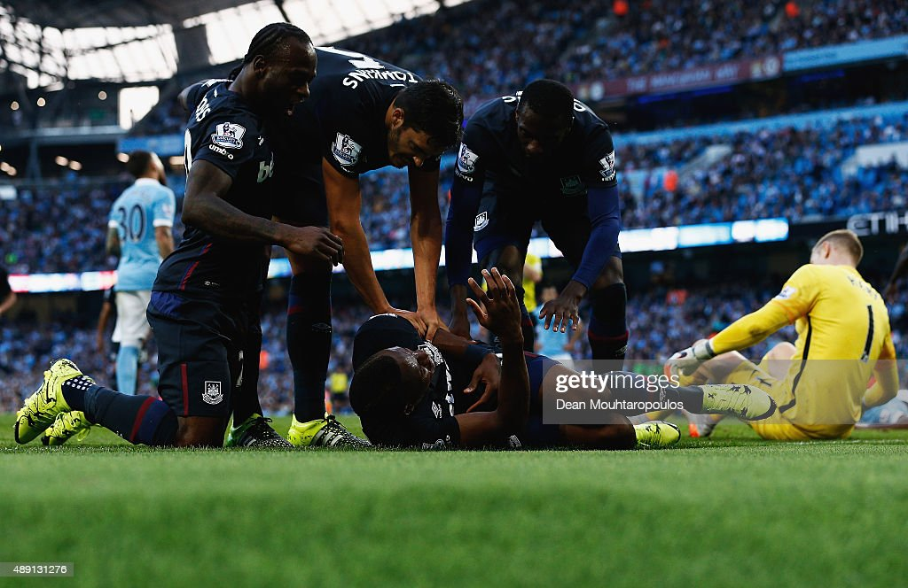 Diafra Sakho of West Ham United celebrates scoring his team's second goal with his team mates during the Barclays Premier League match between Manchester City and West Ham United at Etihad Stadium on September 19, 2015 in Manchester, United Kingdom.