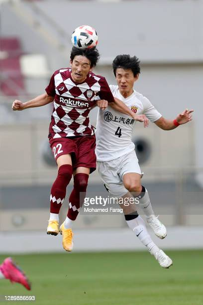 Diago Nishi of Vissel Kobe and Wang Shenchao of Shanghai SIPG compete for the ball during the AFC Champions League Round of 16 match between Vissel...
