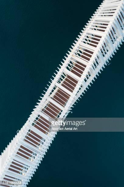 diagonal aerial shot of bridge crossing a river, united arab emirates - gulf countries stock-fotos und bilder