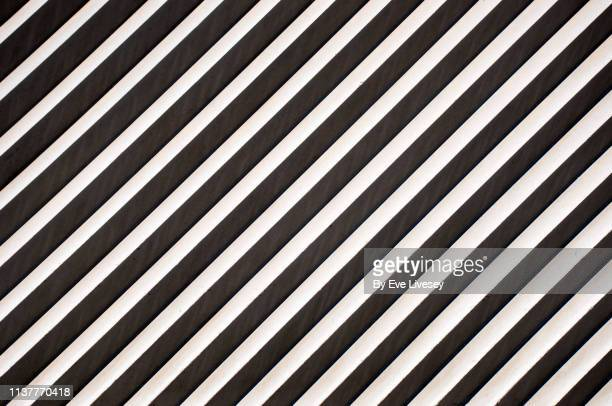 diagonal lines & stripes background - torto imagens e fotografias de stock