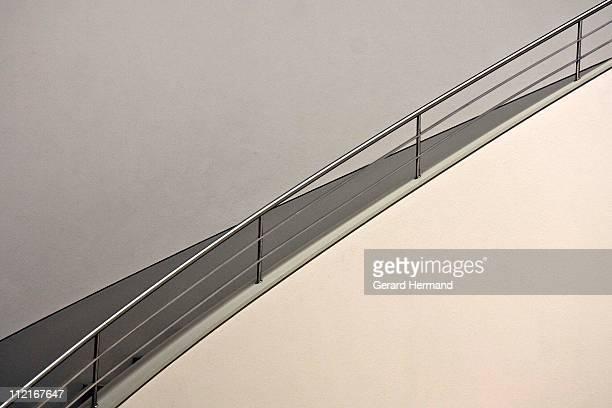 diagonal stairs - schrägansicht stock-fotos und bilder