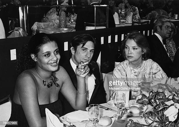 Diahnne Abbott and Robert De Niro dine with Louise Fletcher at the 5th Annual AFI Lifetime Achievement Award Salute to Bette Davis on March 1 in...