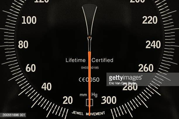 dial of pressure meter, close-up - eric van den brulle - fotografias e filmes do acervo