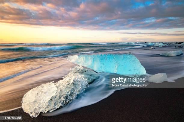 diamond beach near jokulsarlon glacier lagoon - jökulsárlón lagoon stock pictures, royalty-free photos & images