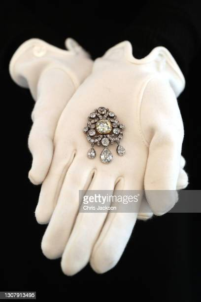 """Diamond brooch belonging to Sir Joseph Banks during a photocall for """"The Family Collection of Patricia Knatchbull, 2nd Countess Mountbatten of Burma""""..."""