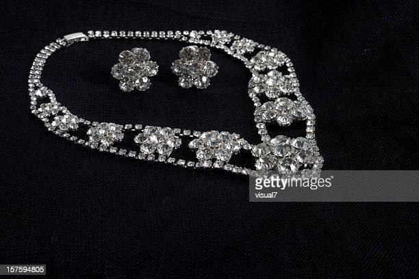 ダイヤモンドコリエー - ホワイトゴールド ストックフォトと画像