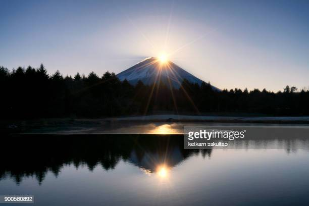 Diamond fuji at Fuji Shibazakura festival in the first sunrise of 2018.