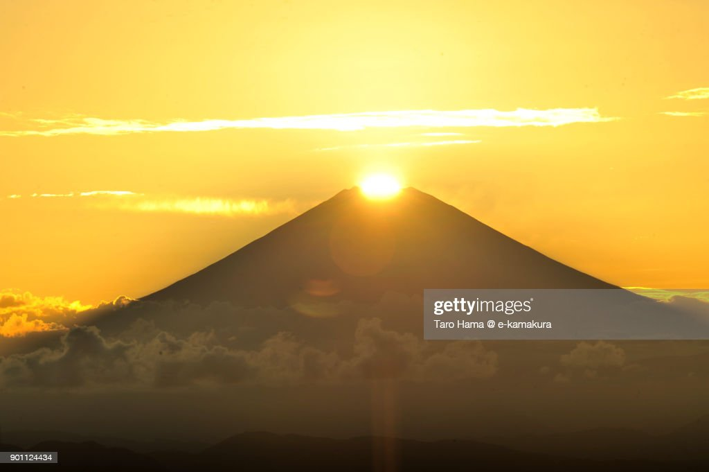 Diamond Fuji, evening sun on top of Mt. Fuji in Japan : ストックフォト