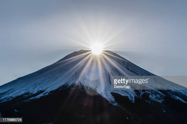 diamond fuji, sunrise on the top of mount fuji, kawaguchiko, japan - ダイヤモンド富士 ストックフォトと画像