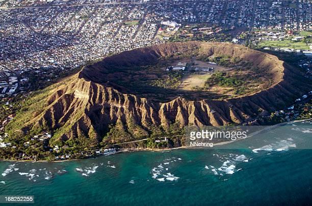 ダイヤモンドヘッド(ハワイ、オアフ島とクレーターの空からの眺め - ホノルル ストックフォトと画像