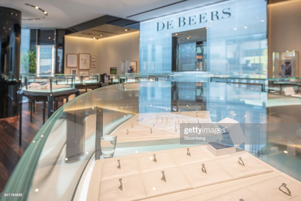 Inside a De Beers SA Store : Foto di attualità