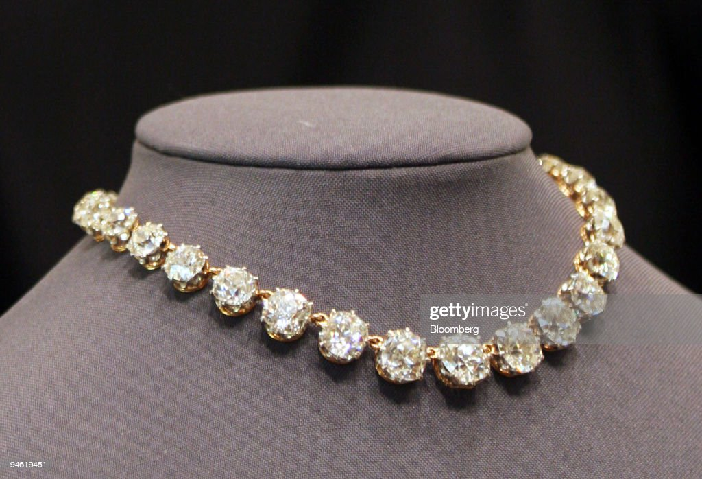 A diamond necklace, estimate $350,000-$520,000, is displayed : News Photo