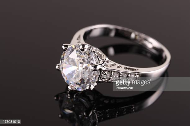 diamond ring - diamond ring stock pictures, royalty-free photos & images