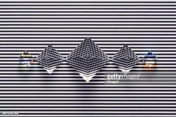 diamond shpae prisms refraction illusion - hypnose photos et images de collection