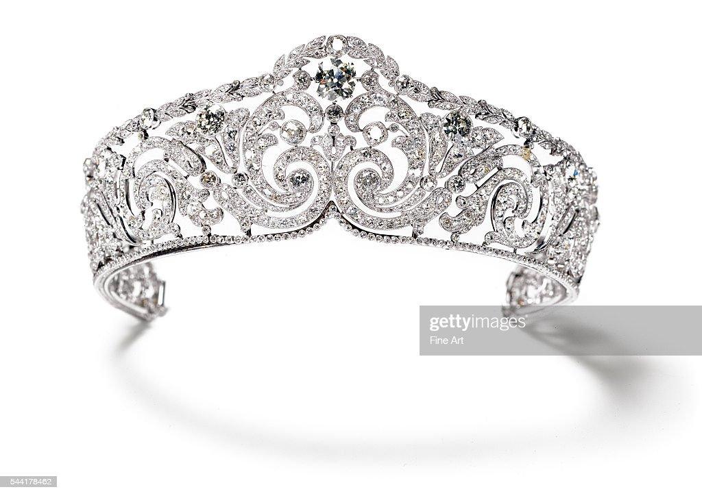 """""""Foliates"""" diamond tiara : ニュース写真"""