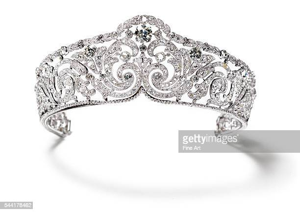 Diamond tiara made for Queen Elisabeth of Belgium by Cartier 1910 Platinum diamonds Height at center 505 cm