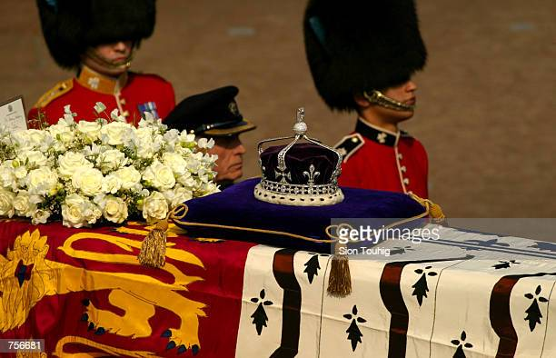 A diamondencrusted crown bearing the KohINoor Diamond lies on a coffin bearing the Queen Mother April 5 2002 as her ceremonial procession makes its...