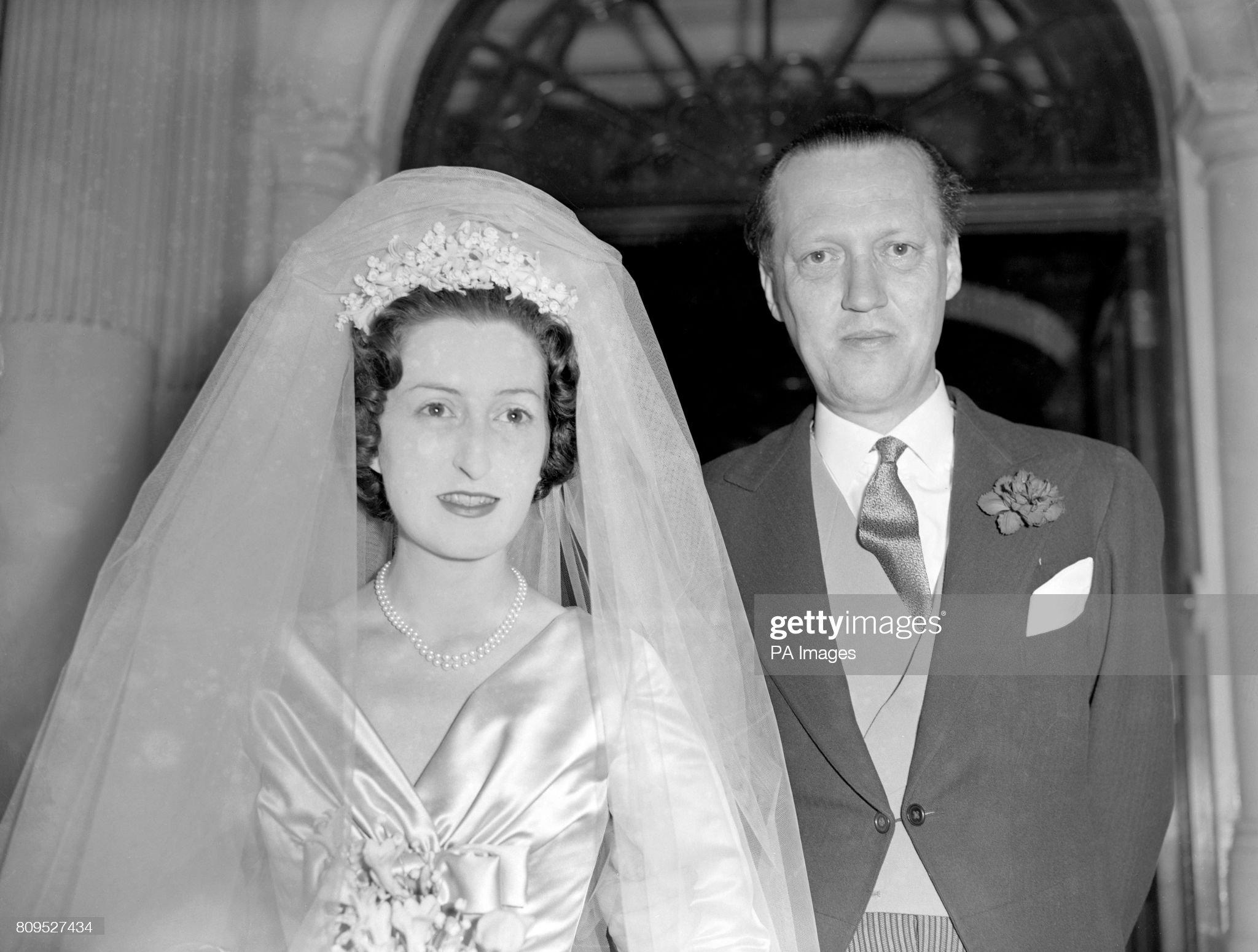 Aristocracy - Weddings - Peter Somervell and Diana Cinderella Bowes-Lyon - London : News Photo