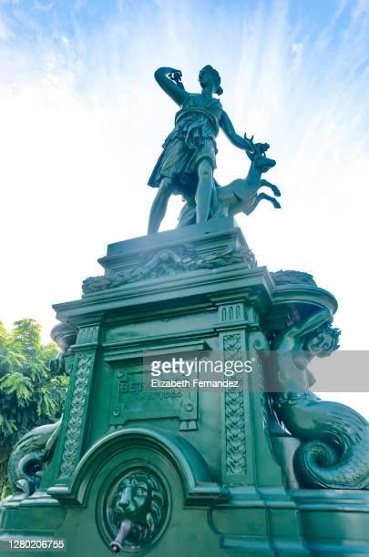 'diana cazadora' fountain, in the square 'hermanos garcía naveira' in the town of betanzos, galicia, spain - hermanos stock pictures, royalty-free photos & images