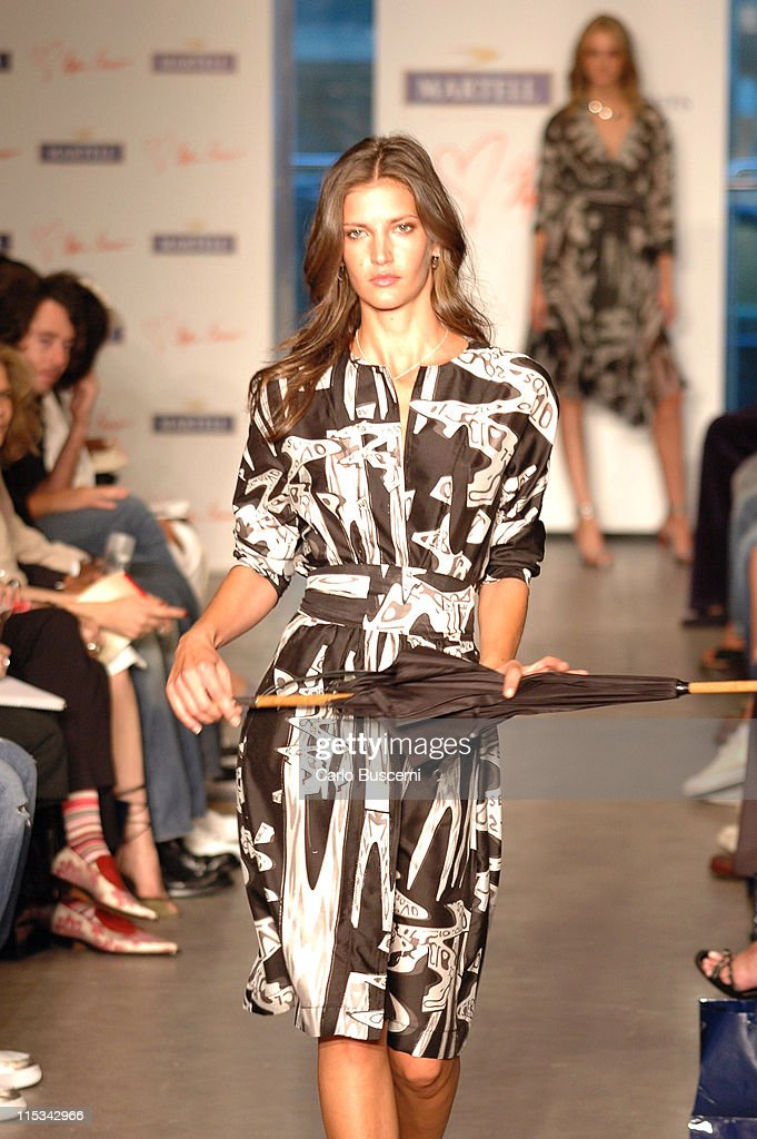 Diana Dondoe wearing Stephen Burrows Spring 2006 during Olympus Fashion Week Spring 2006 - Stephen Burrows - Runway at Robert Miller Gallery in New York City, New York, United States.