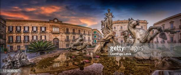 diana fountain in piazza archimede in syracuse, sicily - roman goddess stock pictures, royalty-free photos & images