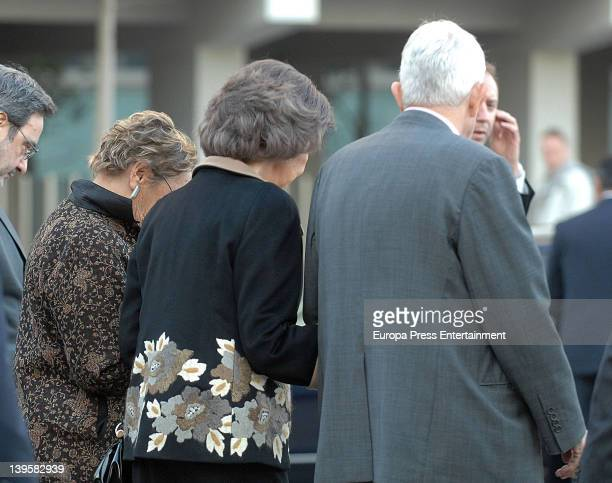 Diana Garrigosa Queen Sofia of Spain and Pasqual Maragall visit the Pasqual Maragall Foundation at Barcelona Biomedical Service on February 22 2012...