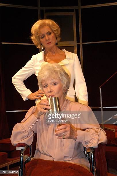 """Diana Körner, Maria Sebaldt , Theaterstück, Theaterkomödie """"Acht Frauen"""", Theater """"Komödie im Bayerischen Hof"""", München, Bayern, Deutschland, Europa,..."""