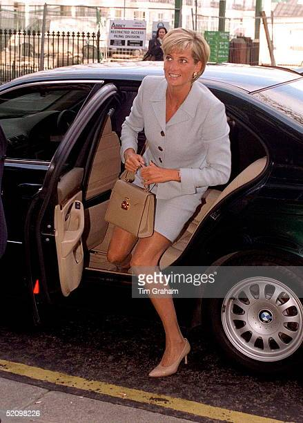 Diana Princess Of Wales Alighting Her Car At The Royal Brompton Hospital To Meet Young Cystic Fibrosis Sufferers Princess Diana Is Wearing A Pale...