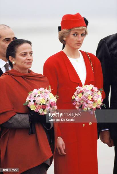 Diana Princess of Wales arrives at the Orly airport during her official visit to France on November 7 1988 in Paris France The princess wears a...