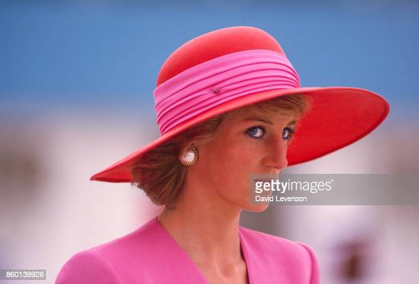Diana Princess of Wales arrives in Dubai United Arab Emirates during the Royal Tour of the Gulf in March 1989 Diana wore a dress by Catherine Walker